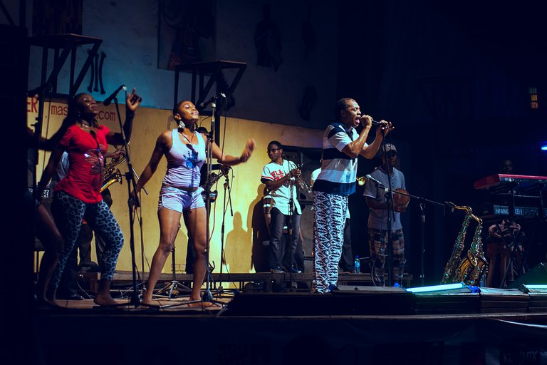 Shrine, Femi with band